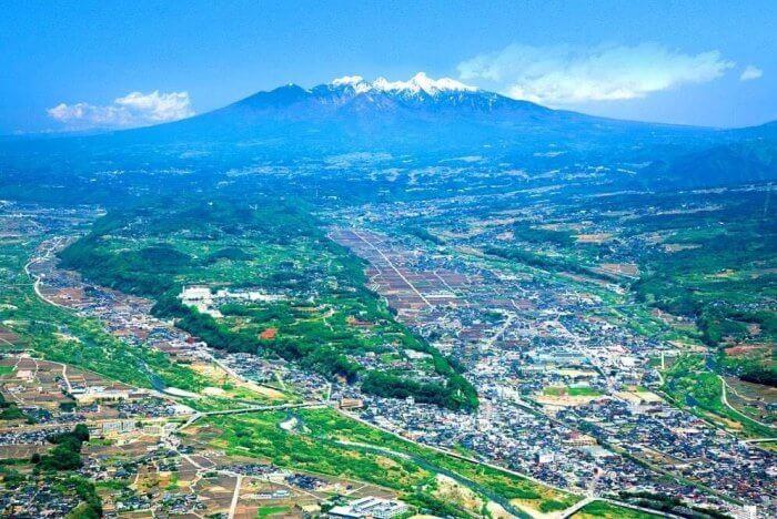 上空からの韮崎市の写真
