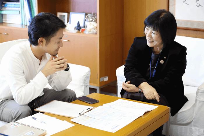 堀川薫教育長と西田との対談