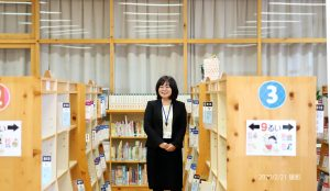 韮崎市立西中学校学校図書館司書の仲澤さん
