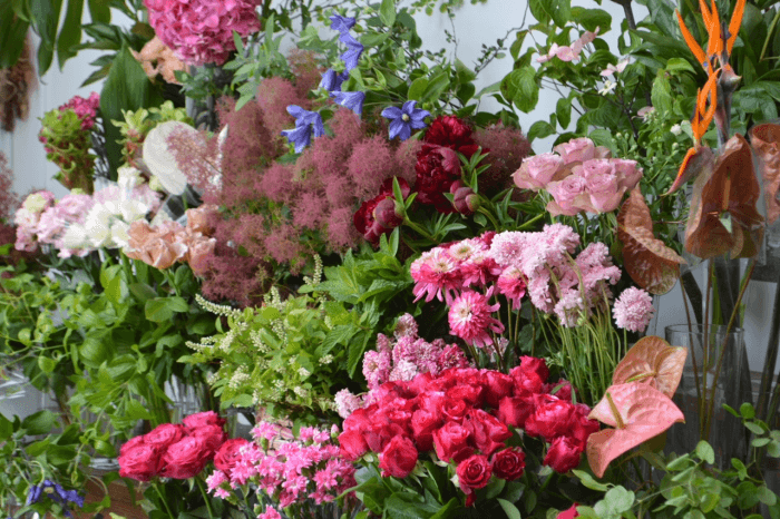 店内に並ぶお花の写真
