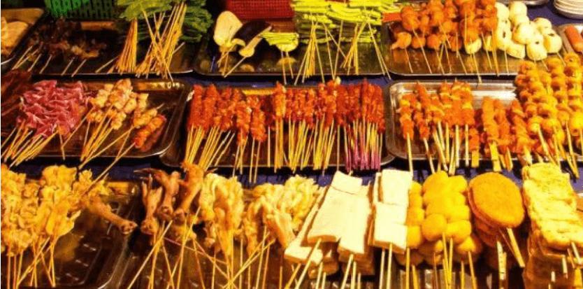 さまざまな串料理の写真